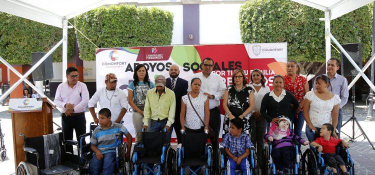 Entregan Sillas con apoyo de la Senadora Malú Micher