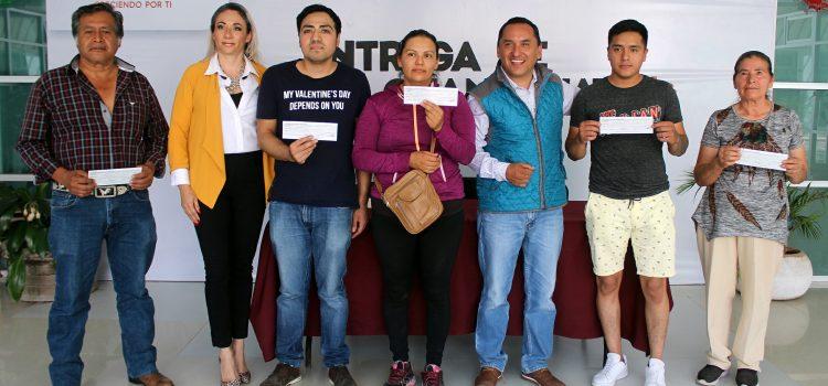 Entregan Fondos Guanajuato a comerciantes