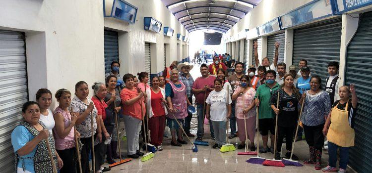 Comerciantes del Mercado Hidalgo se suman a contingencia sanitaria