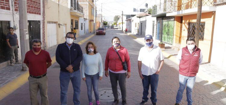 Entregan calles a comunidades