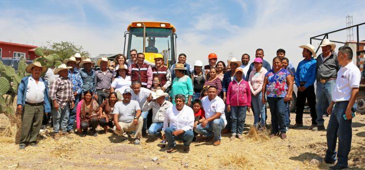 Captarán agua en San Antonio de Corrales  y da inicio pavimentación en Escobedo
