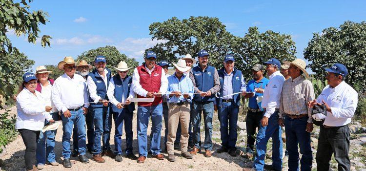 Invierten en concurrencia 2.1 millones de pesos en conexión de caminos y captación de agua